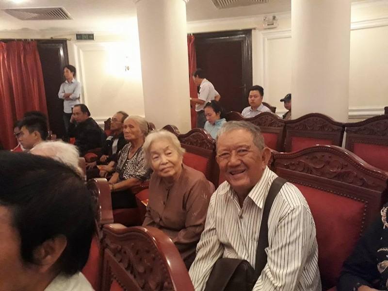 Kỳ nữ Kim Cương trao quà tết cho nghệ sĩ - ảnh 13