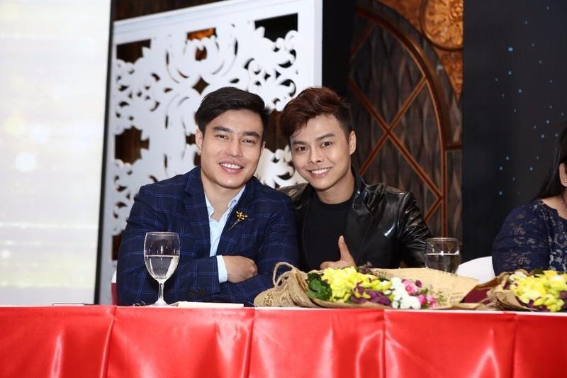 Cặp đôi quán quân Lê Dương Bảo Lâm và chuông vàng vọng cổ Võ Minh Lâm.