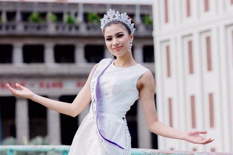 """Hình ảnh Nguyễn Thị Thành đeo dãy băng """"From Vietnam"""""""