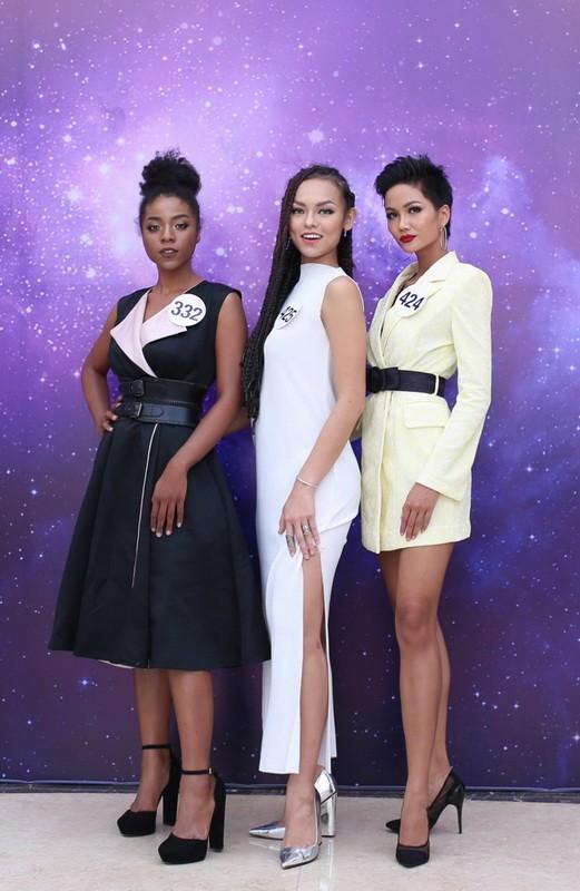 Người đẹp nổi tiếng ồ ạt thi Hoa hậu Hoàn vũ VN - ảnh 1