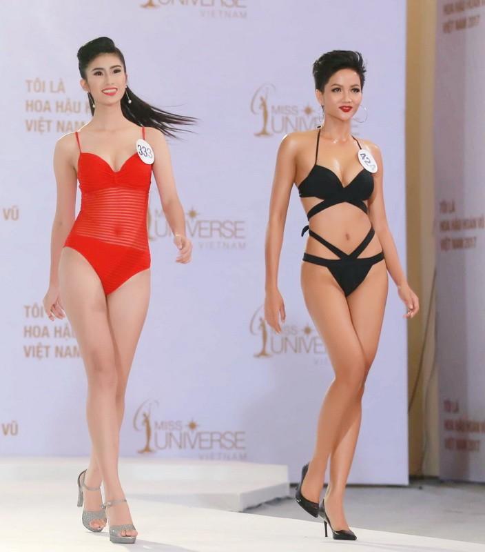 Thí sinh Hoa hậu Hoàn vũ VN khoe hình thể quyến rũ   - ảnh 1