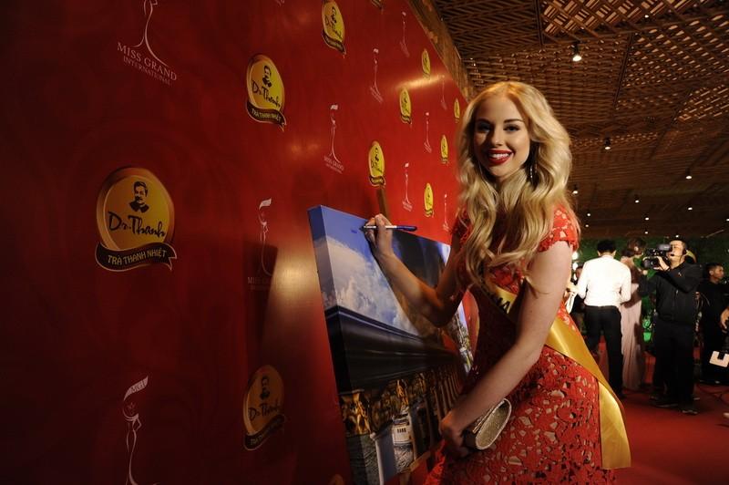 Mãn nhãn với 80 hoa hậu thế giới khoe sắc tại TP.HCM - ảnh 11
