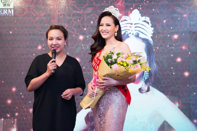 Miss Globe Khánh Ngân về nước, từ thiện bão lũ - ảnh 4