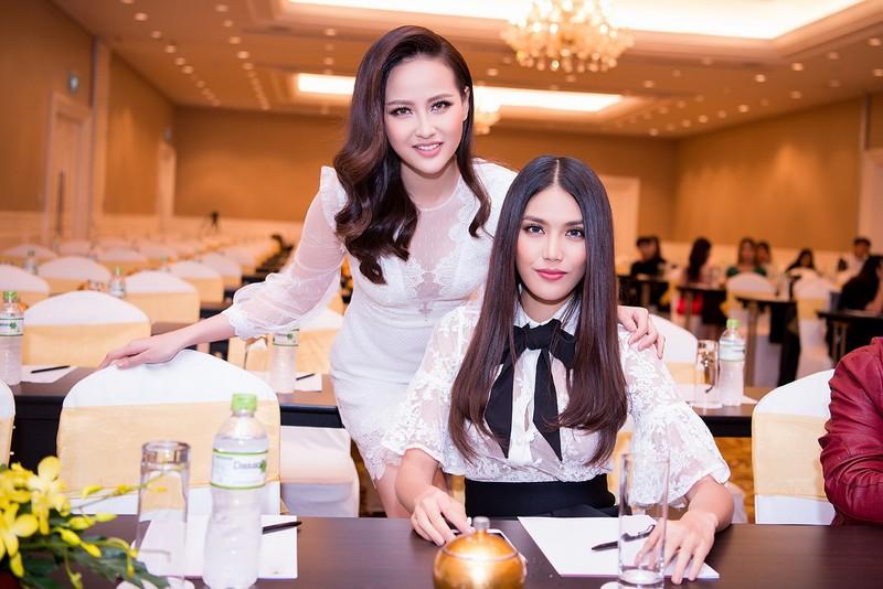 Miss Globe Khánh Ngân về nước, từ thiện bão lũ - ảnh 3