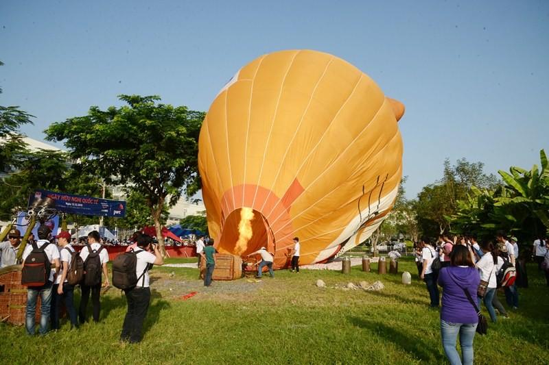 500 người bay cùng khinh khí cầu trong ngày Hữu nghị quốc tế  - ảnh 2