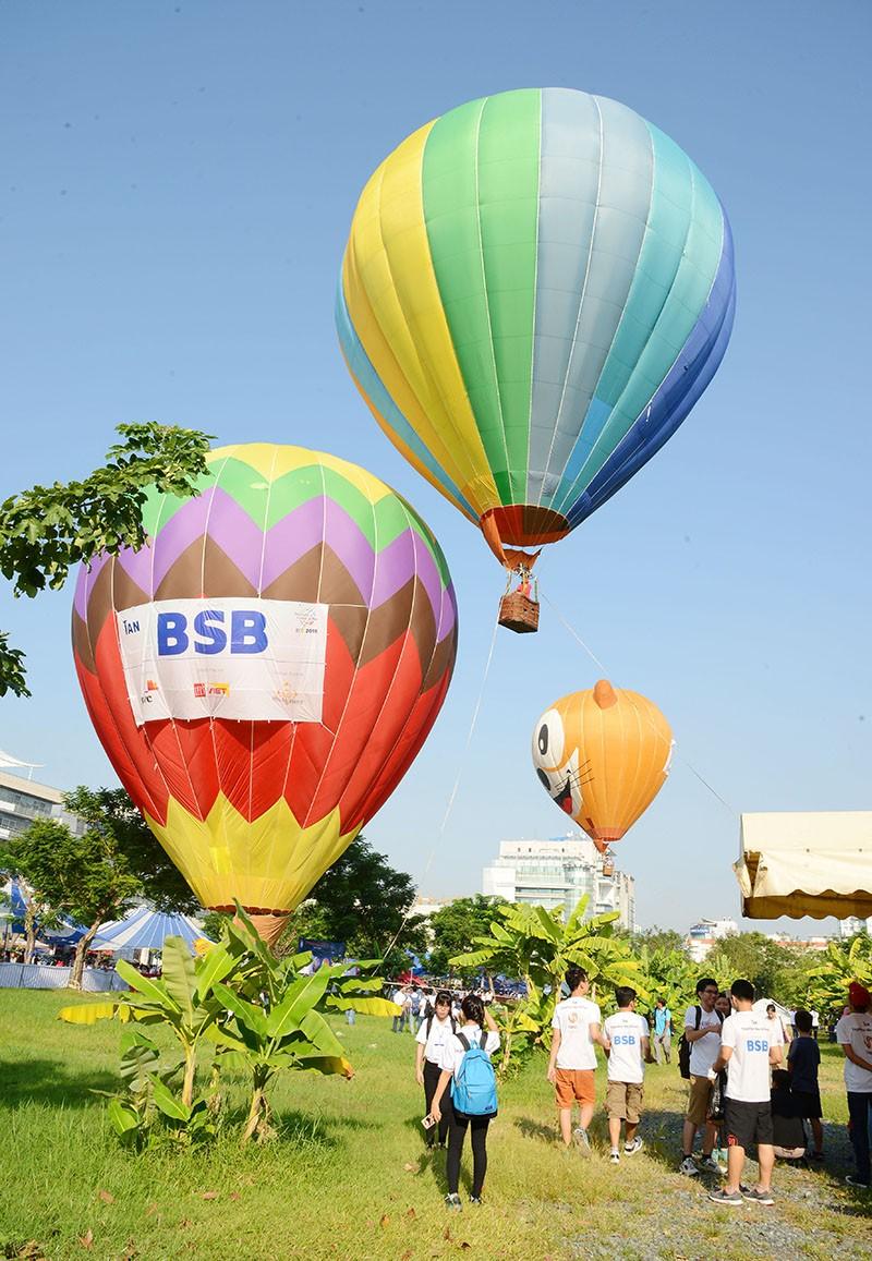 500 người bay cùng khinh khí cầu trong ngày Hữu nghị quốc tế  - ảnh 5