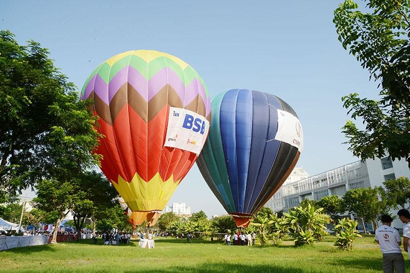 500 người bay cùng khinh khí cầu trong ngày Hữu nghị quốc tế  - ảnh 3