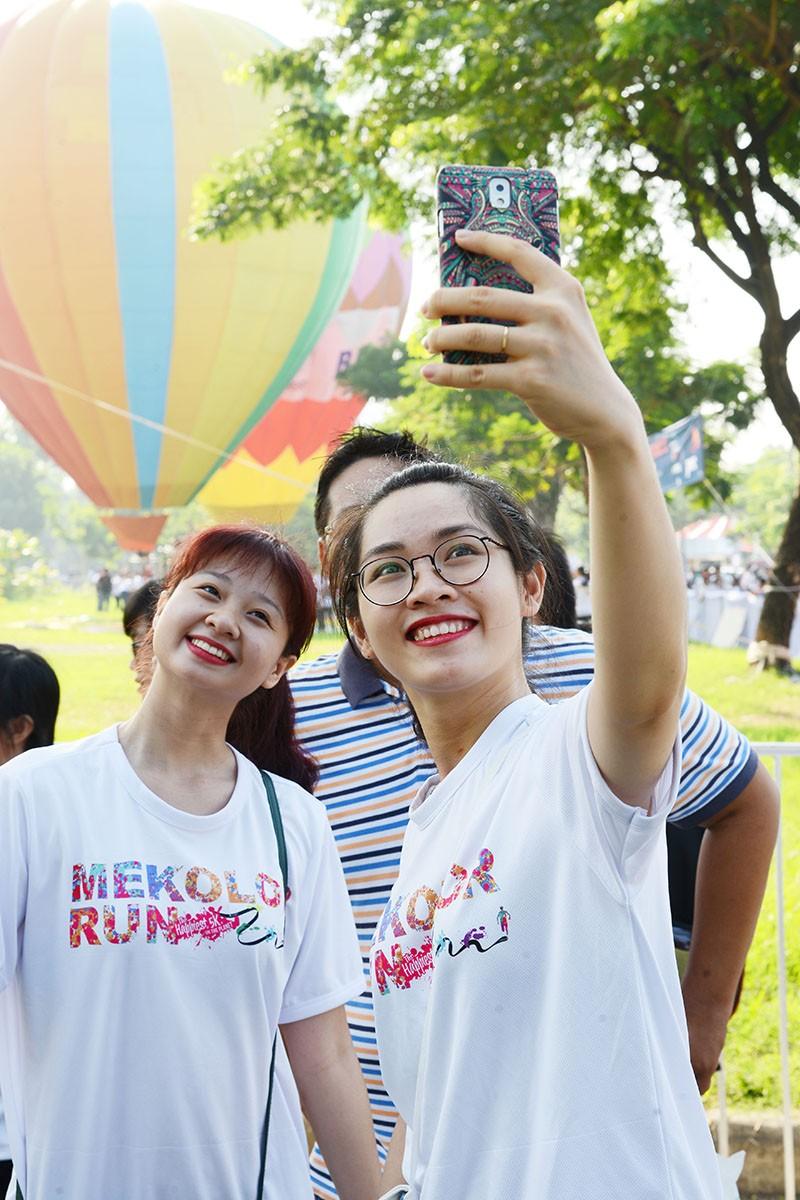 500 người bay cùng khinh khí cầu trong ngày Hữu nghị quốc tế  - ảnh 6