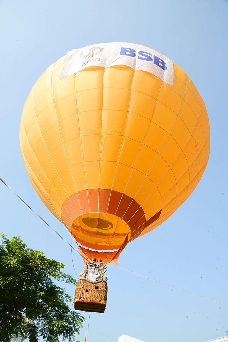500 người bay cùng khinh khí cầu trong ngày Hữu nghị quốc tế  - ảnh 7