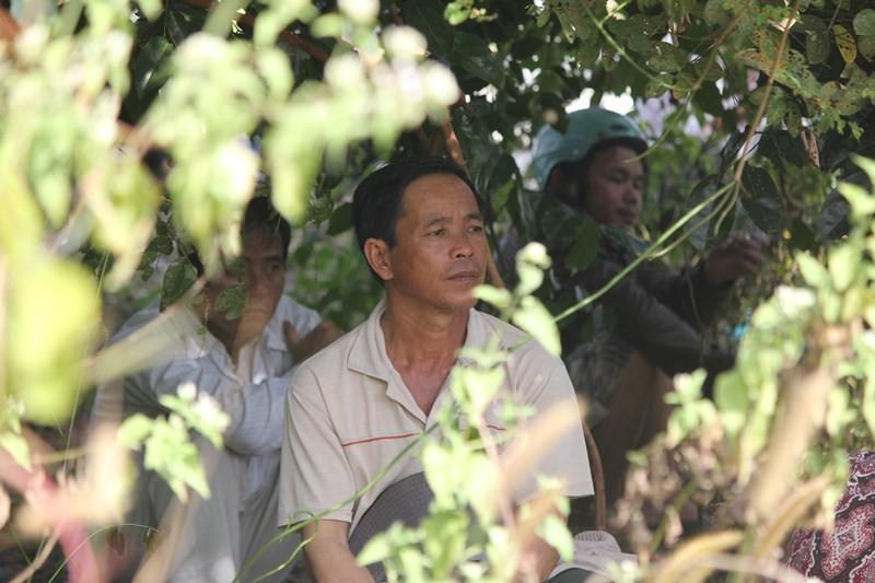 Chùm ảnh: 4.000 người đội nắng theo dõi phiên xử vụ thảm sát Bình Phước - ảnh 7