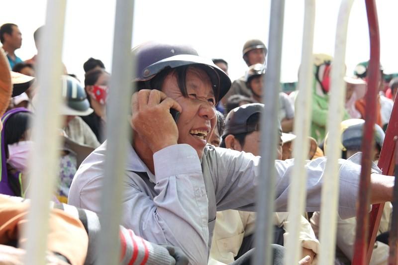 Chùm ảnh: 4.000 người đội nắng theo dõi phiên xử vụ thảm sát Bình Phước - ảnh 17