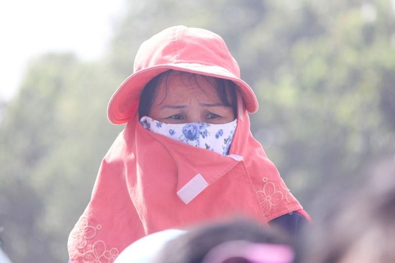 Chùm ảnh: 4.000 người đội nắng theo dõi phiên xử vụ thảm sát Bình Phước - ảnh 16