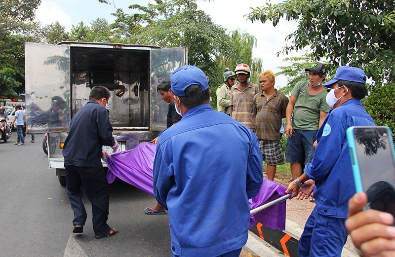 Phát hiện thi thể nữ nổi trên kênh Nhiêu Lộc - Thị Nghè - ảnh 4