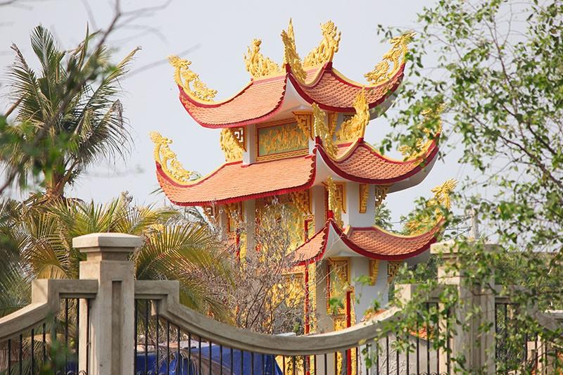 Công trình nhà thờ tổ của Hoài Linh đóng cửa im lìm - ảnh 3