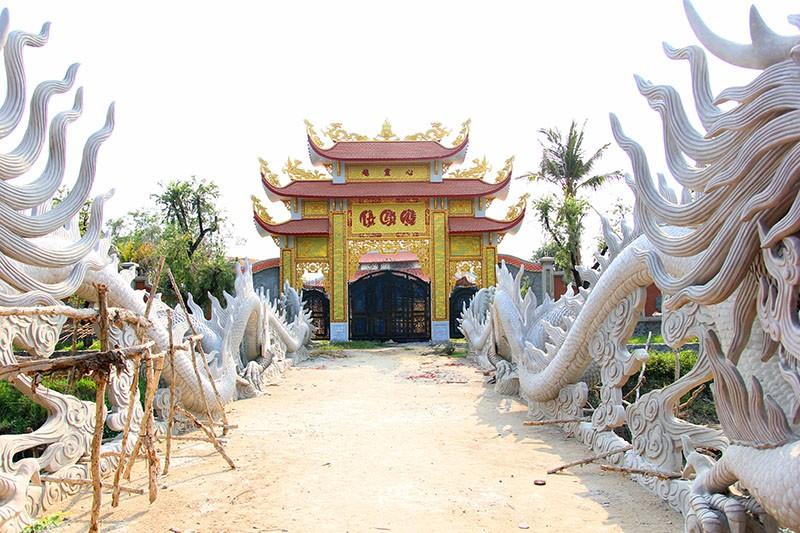 Công trình nhà thờ tổ của Hoài Linh đóng cửa im lìm - ảnh 5