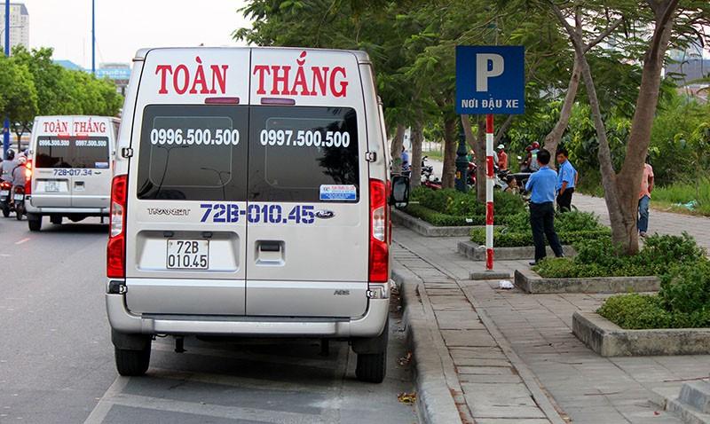 Bị cấm trong trung tâm, xe khách dạt ra vùng ven đón khách - ảnh 3