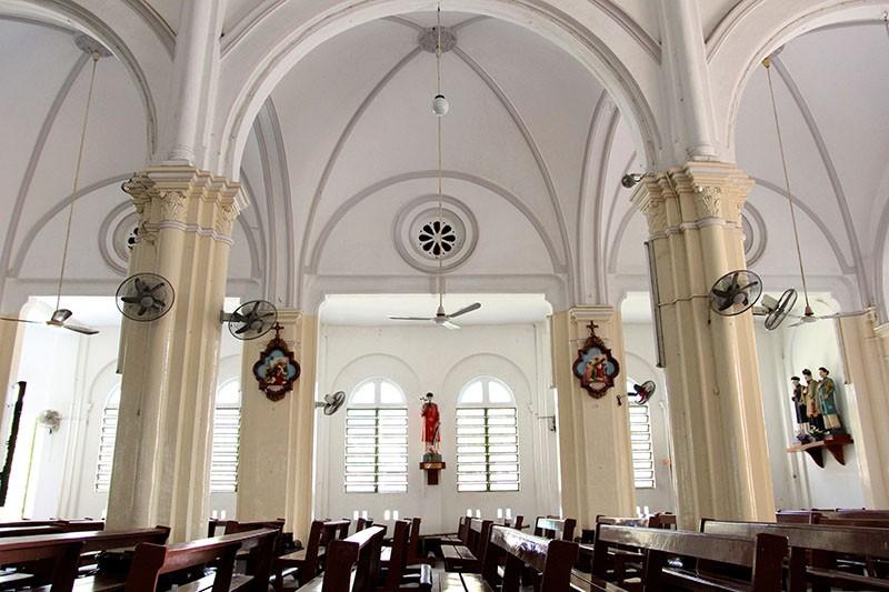 Cận cảnh nhà thờ Chợ Quán cổ nhất Sài Gòn - ảnh 10