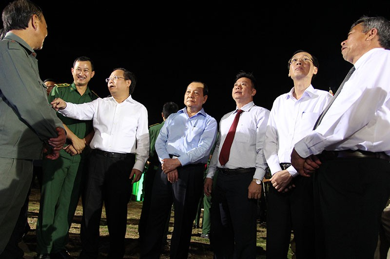 Ông Lê Thanh Hải cùng lãnh đạo TP.HCM dâng hương các liệt sĩ thanh niên xung phong - ảnh 8