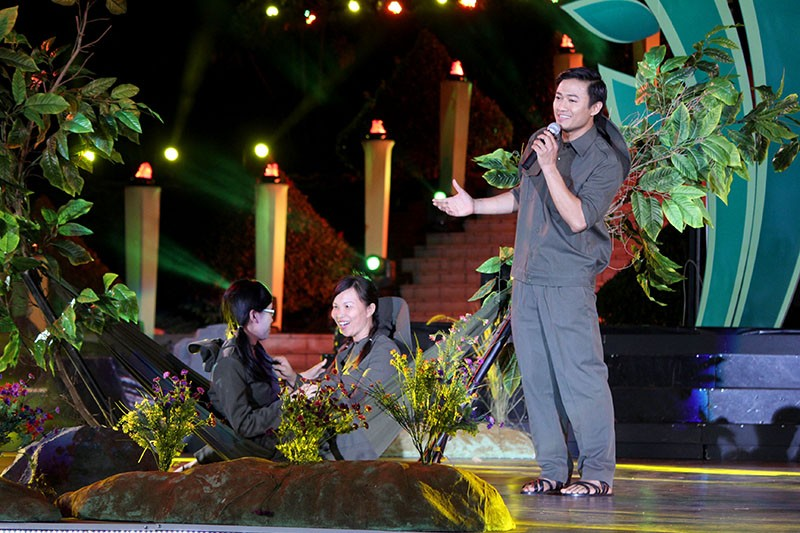 Nguyên Bí thư Thành ủy Lê Thanh Hải cùng hát với thanh niên xung phong - ảnh 4