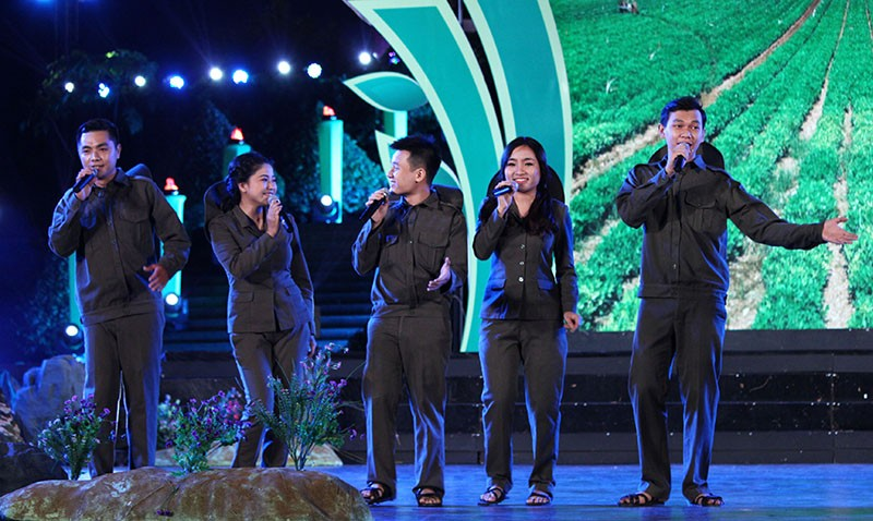 Nguyên Bí thư Thành ủy Lê Thanh Hải cùng hát với thanh niên xung phong - ảnh 5