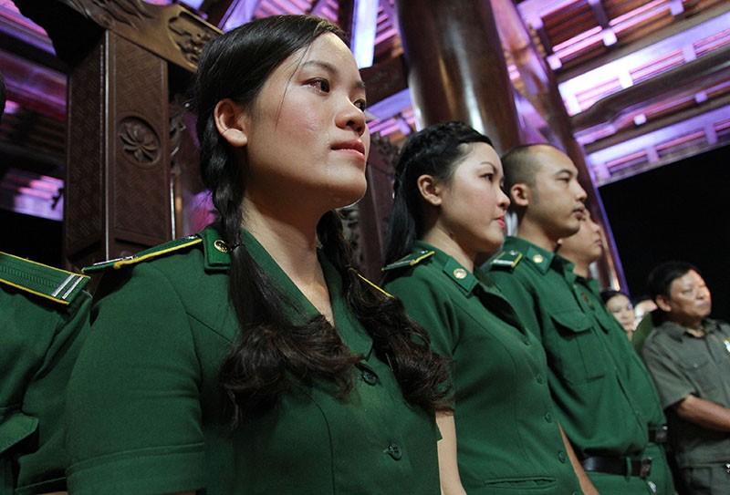 Ông Lê Thanh Hải cùng lãnh đạo TP.HCM dâng hương các liệt sĩ thanh niên xung phong - ảnh 4