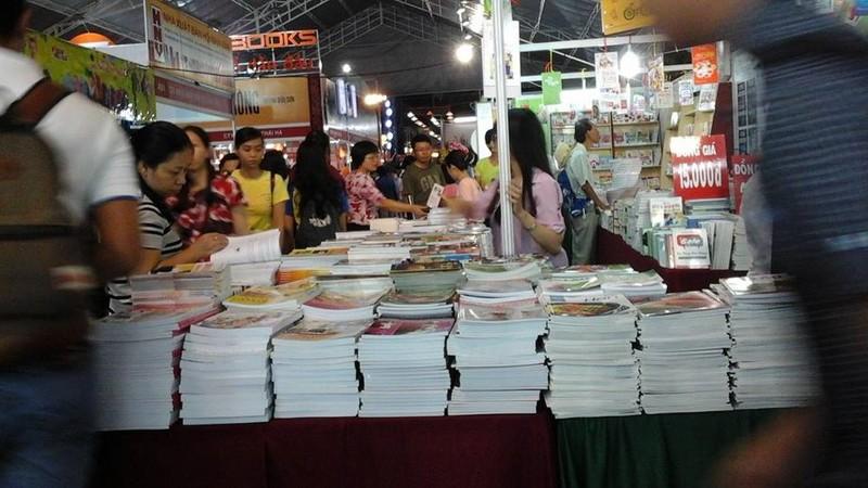 Độc giả chen nhau tham dự Hội sách TP.HCM 2016 - ảnh 2