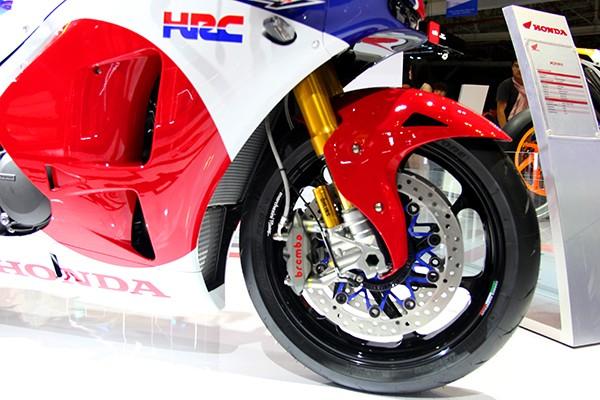 Siêu mô tô giá 5,5 tỉ đồng gây 'bão' tại Vietnam Motorcycle Show - ảnh 3