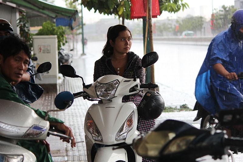 Cơn mưa 'vàng' thứ hai giải nhiệt cho Sài Gòn - ảnh 5