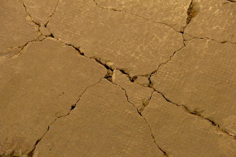Lồi lõm, bong tróc đá trên phố đi bộ Nguyễn Huệ  - ảnh 7