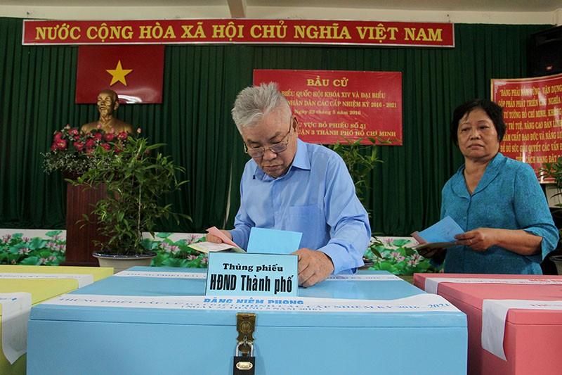 Chùm ảnh: Bí thư Đinh La Thăng đi bầu cử từ sáng sớm - ảnh 13