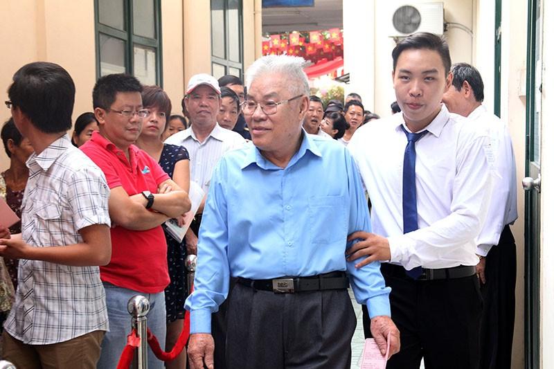 Chùm ảnh: Bí thư Đinh La Thăng đi bầu cử từ sáng sớm - ảnh 10
