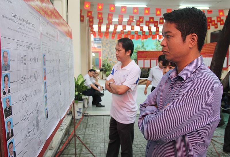 Chùm ảnh: Bí thư Đinh La Thăng đi bầu cử từ sáng sớm - ảnh 2