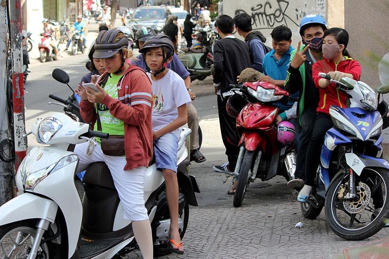 Người Sài Gòn đổ xô đi 'xem mặt' Tổng thống Obama - ảnh 13