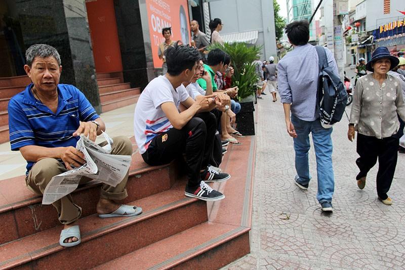 Người Sài Gòn đổ xô đi 'xem mặt' Tổng thống Obama - ảnh 8