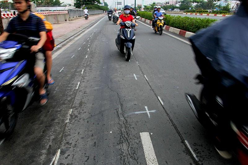 Đại lộ đẹp nhất TP.HCM xuất hiện nhiều vết nứt lạ - ảnh 4