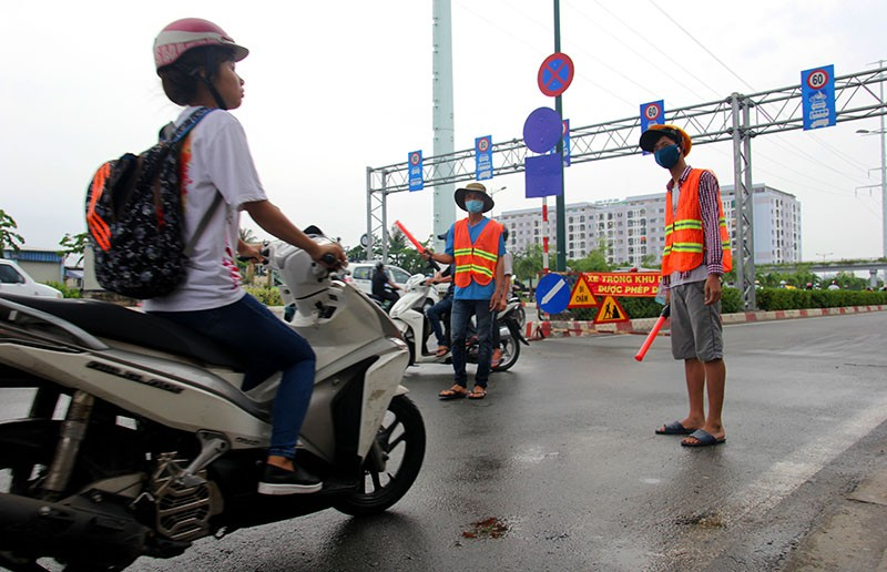 Đại lộ đẹp nhất TP.HCM xuất hiện nhiều vết nứt lạ - ảnh 11
