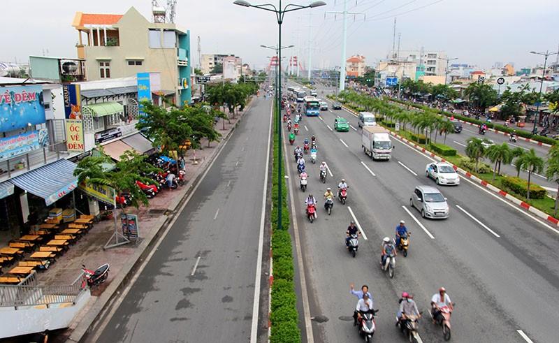 Đại lộ đẹp nhất TP.HCM xuất hiện nhiều vết nứt lạ - ảnh 1