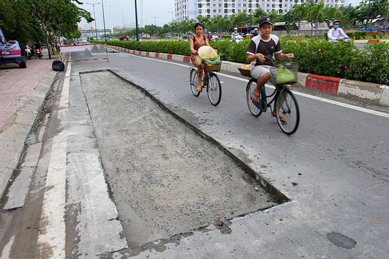 Đại lộ đẹp nhất TP.HCM xuất hiện nhiều vết nứt lạ - ảnh 2