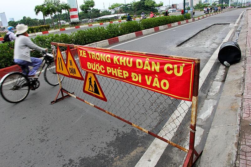 Đại lộ đẹp nhất TP.HCM xuất hiện nhiều vết nứt lạ - ảnh 3
