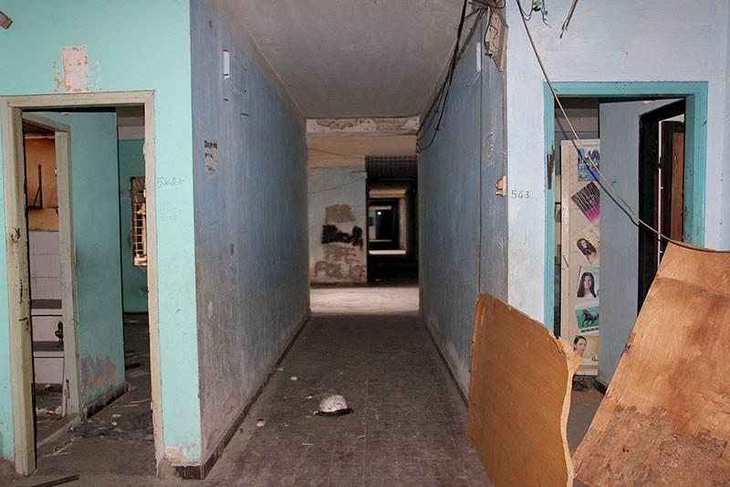 Bên trong chung cư 'ma' sắp được tháo dỡ giữa trung tâm thành phố - ảnh 9