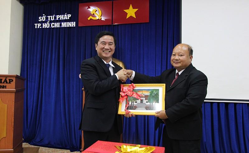 Đoàn tư pháp tỉnh Luang prabang thăm Sở tư pháp TP.HCM - ảnh 6