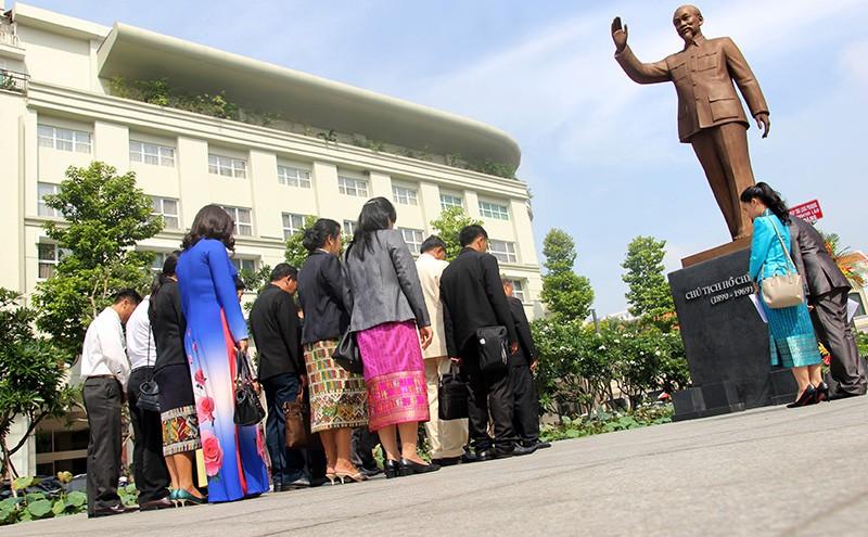 Đoàn tư pháp tỉnh Luang prabang thăm Sở tư pháp TP.HCM - ảnh 11