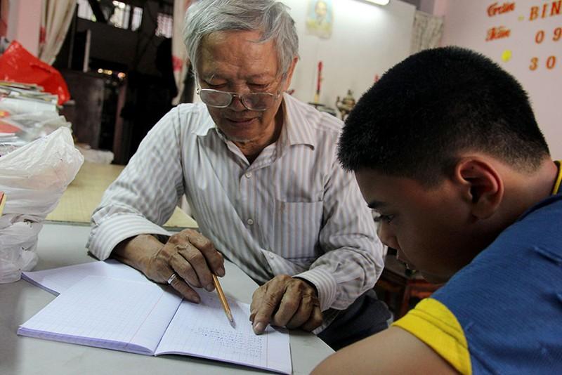 Vợ chồng giáo viên hơn 20 năm dạy miễn phí cho học sinh nghèo - ảnh 5