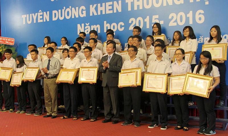 Các học sinh đạt giải học sinh giỏi quốc gia năm học 2015-2016.