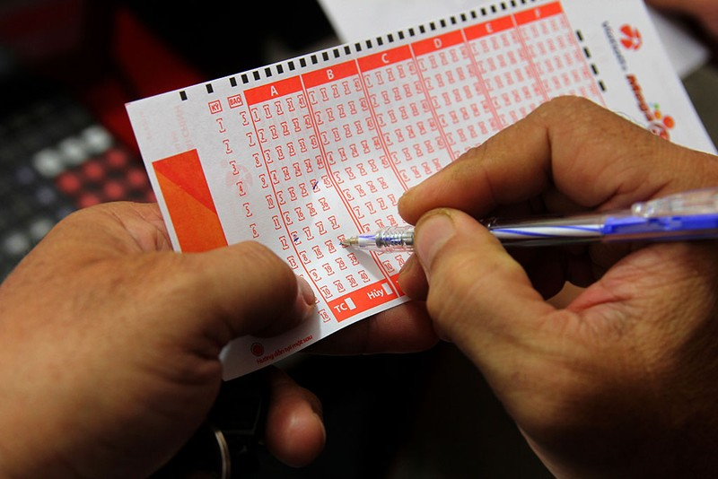 Người Sài Gòn đổ xô mua vé số kiểu Mỹ, giải đặc biệt 12 tỉ đồng - ảnh 2