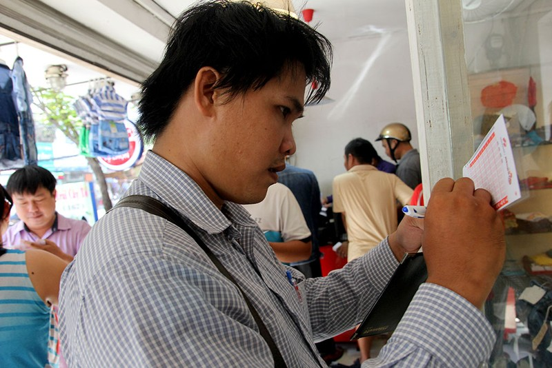 Người Sài Gòn đổ xô mua vé số kiểu Mỹ, giải đặc biệt 12 tỉ đồng - ảnh 5