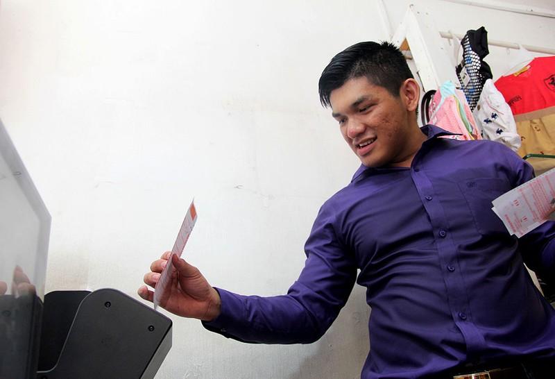 Người Sài Gòn đổ xô mua vé số kiểu Mỹ, giải đặc biệt 12 tỉ đồng - ảnh 6