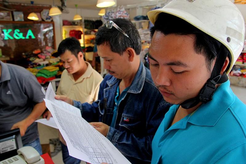 Người Sài Gòn đổ xô mua vé số kiểu Mỹ, giải đặc biệt 12 tỉ đồng - ảnh 11