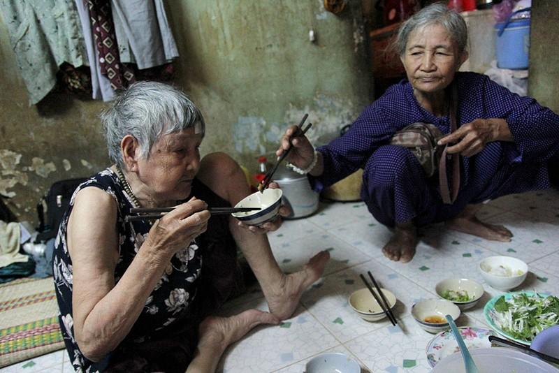 Cuộc sống của 'Đại gia đình' 37 người bán vé số ở Sài Gòn  - ảnh 17