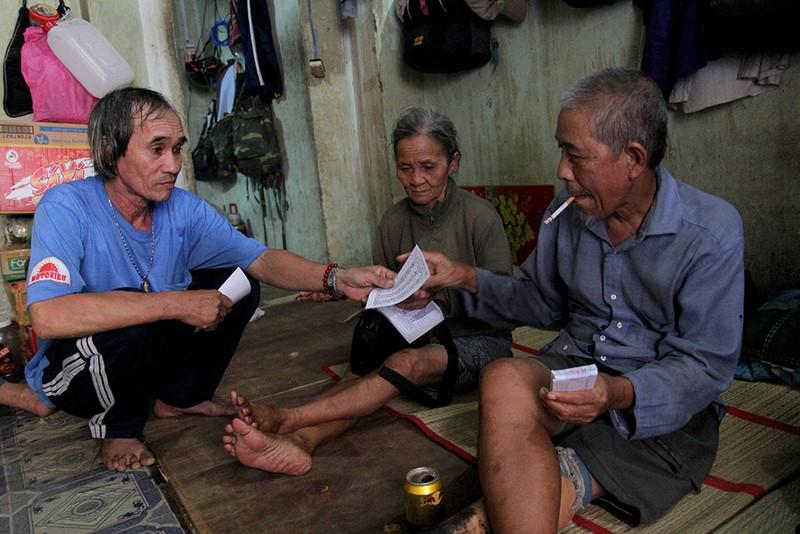 Cuộc sống của 'Đại gia đình' 37 người bán vé số ở Sài Gòn  - ảnh 19